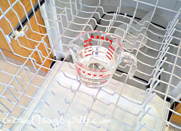 13 Home Cleaning Tips Using Normal Household Ingredients - Use vinegar and baking soda to clean your dishwasher and remove odors.