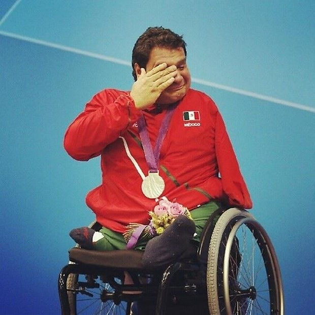16 Heartwarming Pictures That Will Warm Your Heart - A Mexican Paralympian who won gold at the Paralympic Games wipes away tears as he accepts his medal.