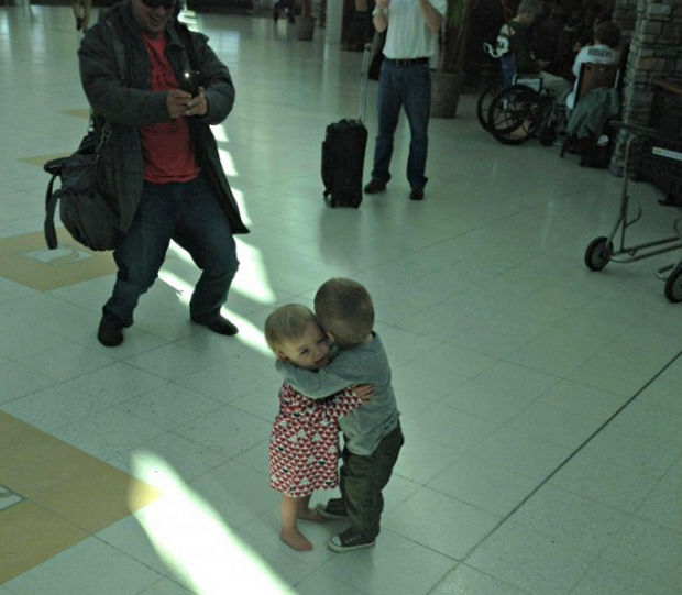 16 Heartwarming Pictures That Will Warm Your Heart - Even more touching, two toddlers who don't know each other hug in an airport lobby.