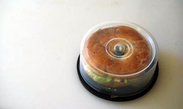 18 Upcycling Ideas - Have old CD spindle cases? Turn them into bagel containers!