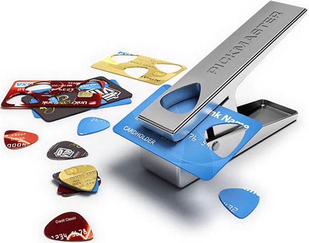 18 Upcycling Ideas - Instead of throwing out expired credit cards, turn them into guitar picks.