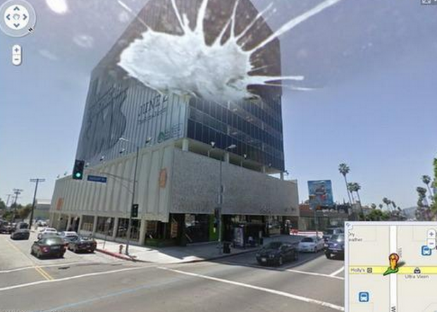 14 funny Google Street View images - That is not a dirty building. Bird poop landed on the camera lens!