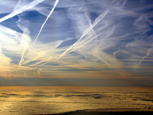 12 Types of Clouds That Are Awesome - Image 3 - Types of clouds formed by aircrafts.