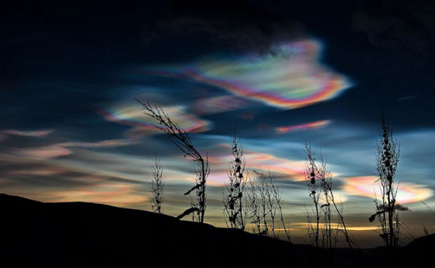 12 Types of Clouds That Are Awesome - Image 4 - Nacreous clouds.