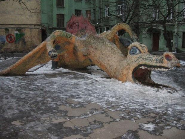 20 Creepy Playgrounds - A three-headed dragon.