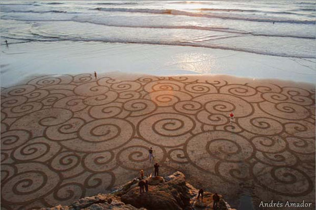 Intricate geometric shapes that can be admired for only hours before the tide washes it away.