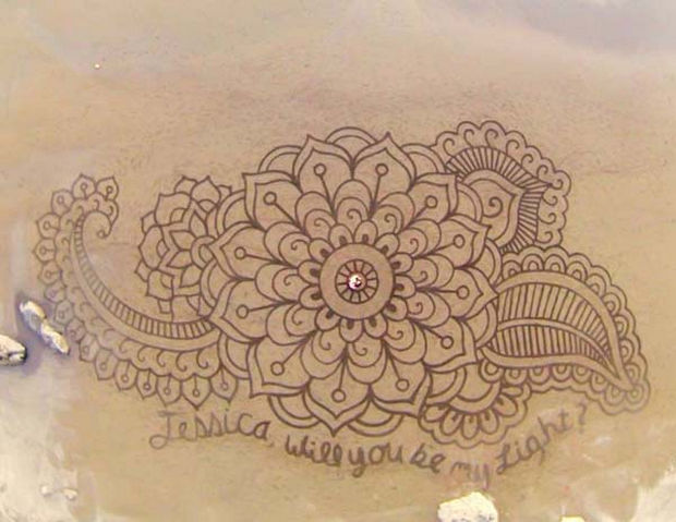 Andre Amador Creates Sand Drawings - Using only a rope as a guide, he creates dazzling shapes.