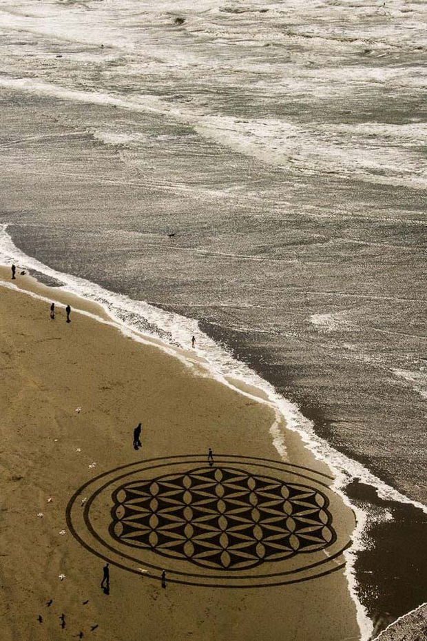 Andre Amador Creates Sand Drawings - He lives in San Francisco and on any day you might spot one of his works of art.
