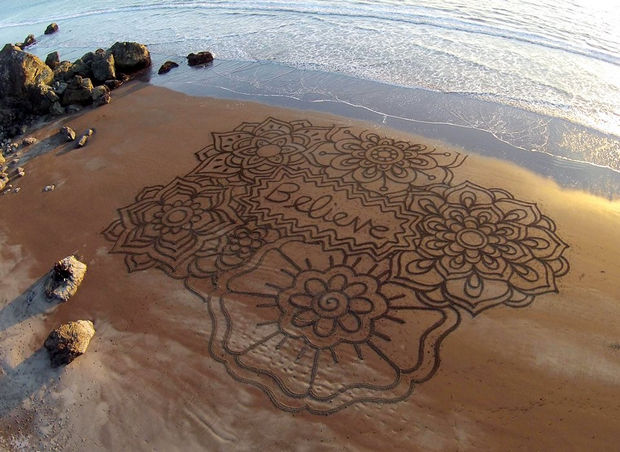 Andre Amador Creates Sand Drawings - Here are more of Amador's creations...believe.