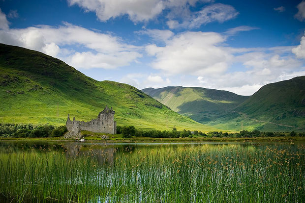 14 Fall Foliage Landscapes - Kilchurn Castle, Scotland.