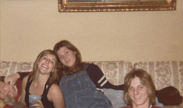 Danielle spending some time with her mother (on the right) and friends on the couch.