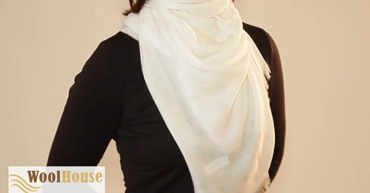 Style #12 - 19 awesome ways to tie a scarf or shawl.