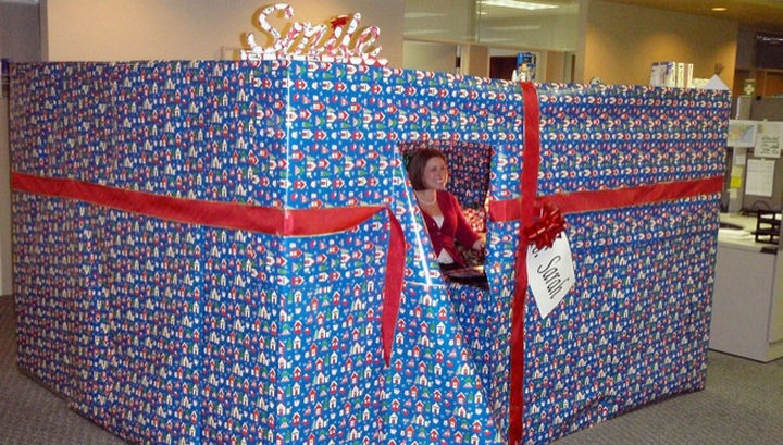 25 Office Pranks - This cubicle is the gift that keeps on giving.
