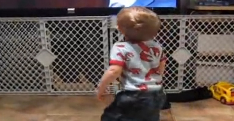 Baby Hip-Hop Dancing to 'Gettin Jiggy with It'