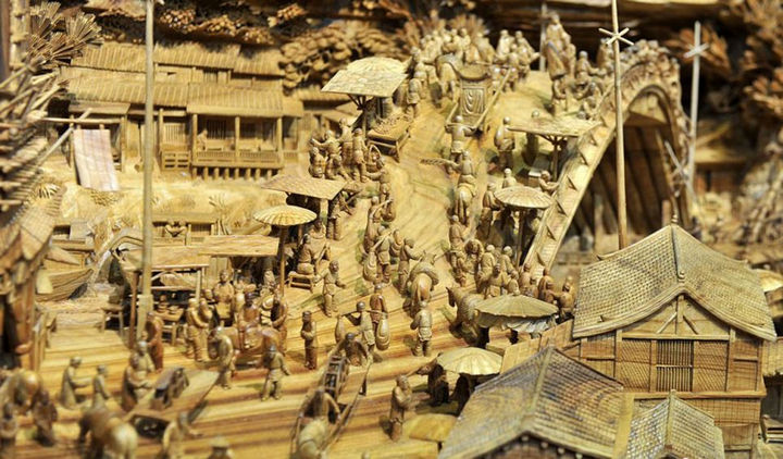 The tree trunk carving also features carvings of 550 people representing what daily life was like in ancient China.