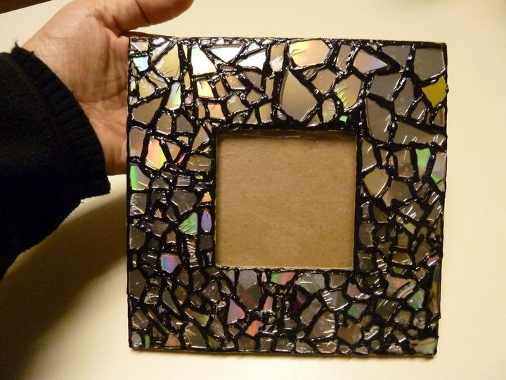 16 diy cd craft ideas using recycled cds that are scratched 16 diy projects using old and scratched cds make a diy mosaic cd picture frame solutioingenieria Gallery
