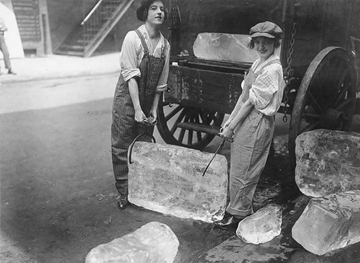 21 Historical Photos - Young women delivering ice, 1918.