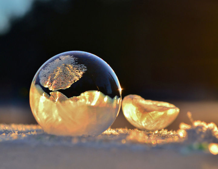22 Ice and Snow Formations - Frozen soap bubbles - 3.
