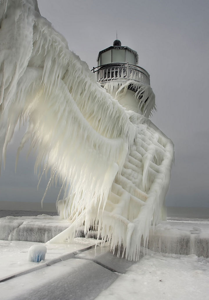 22 Ice and Snow Formations - Frozen Lighthouses on Lake Michigan Shore - 2.