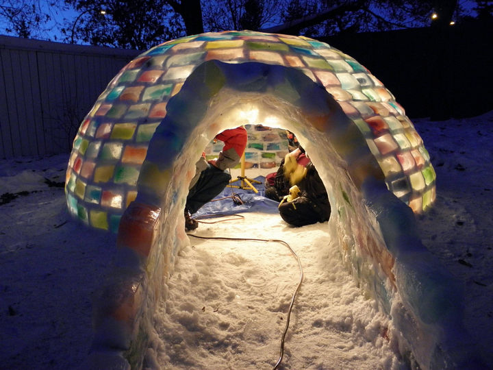 How to build an igloo. What a fantastic way to spend winter evenings in a cozy multicolored igloo.
