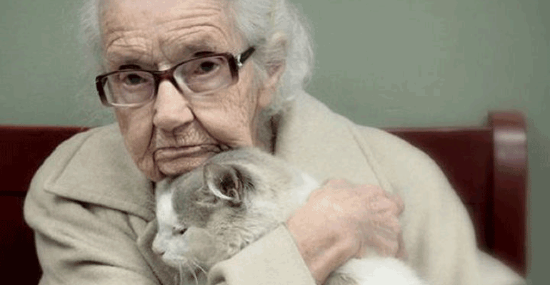 This 102-Year-Old Woman Recently Lost Her Cat. What Happened Shortly Afterwards Will Warm Your Heart.