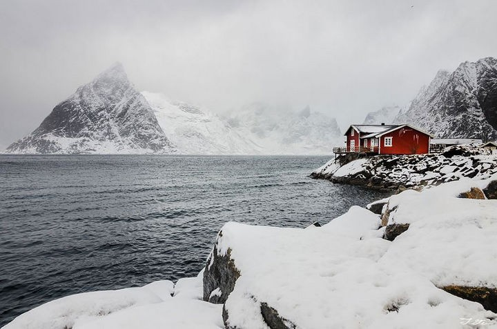 22 Cozy Houses in a Winter Paradise - A beautiful red house in Norway.