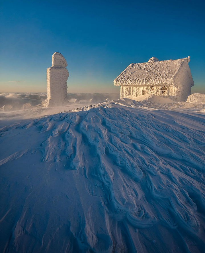 22 Cozy Houses in a Winter Paradise - Frozen in the Karkonosze mountains.