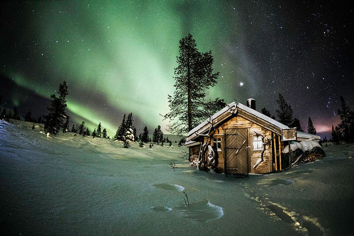 22 Cozy Houses in a Winter Paradise - An amazing polar night in Finland.