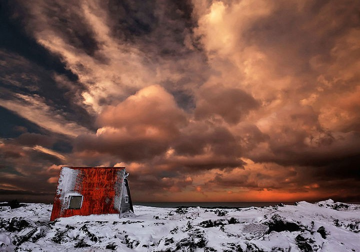 22 Cozy Houses in a Winter Paradise - A stunning abandoned cabin in Iceland.