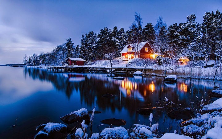 22 Cozy Houses in a Winter Paradise - A beautiful night in Stockholm, Sweden.
