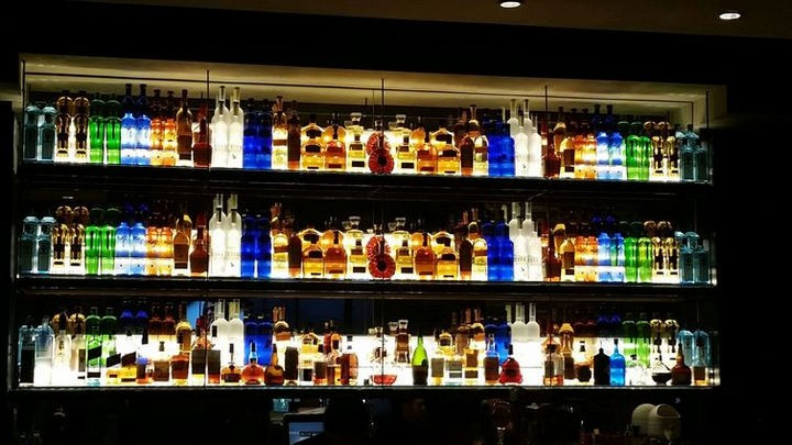 19 Photos Perfectionists Will Love - This bar has the perfect mix of drinks in order.