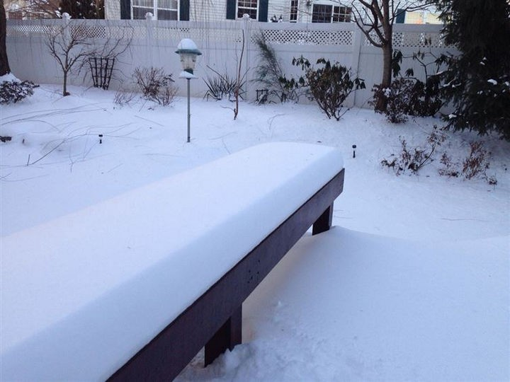 19 Photos Perfectionists Will Love - A perfect snowfall on this bench.