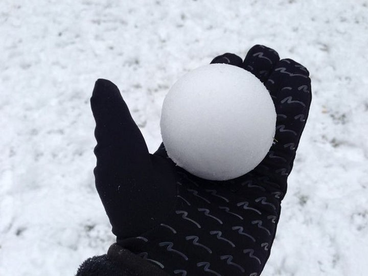 19 Photos Perfectionists Will Love - A perfectly round snowball.