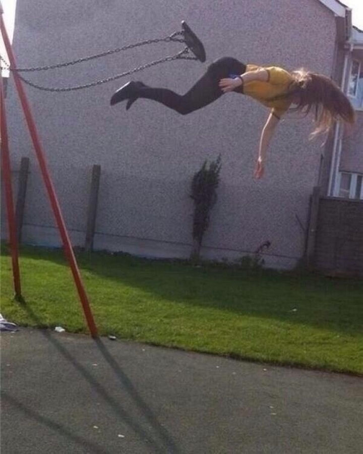 25 Photos Before Disaster Strikes - This is how NOT to jump off a swing.