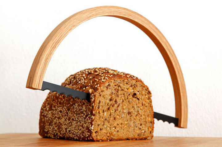 35 Kitchen Gadgets To Make Any Kitchen Guru Happy - Bread saw.