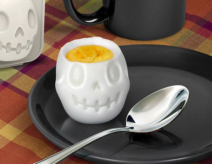 35 Kitchen Gadgets To Make Any Kitchen Guru Happy - Fred and Friends Egg-A-Matic Skull Egg Mold.