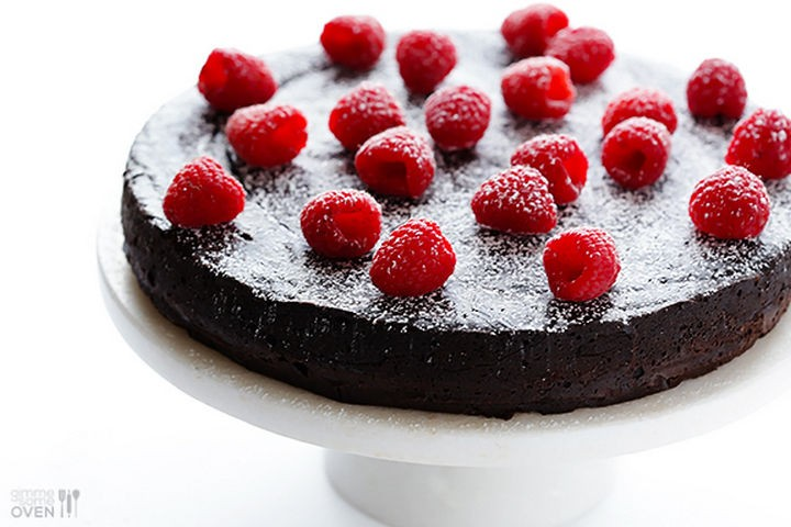 19 Chocolate Cake Recipes That Are Better Than Any Boyfriend - 3-ingredient flourless chocolate cake.