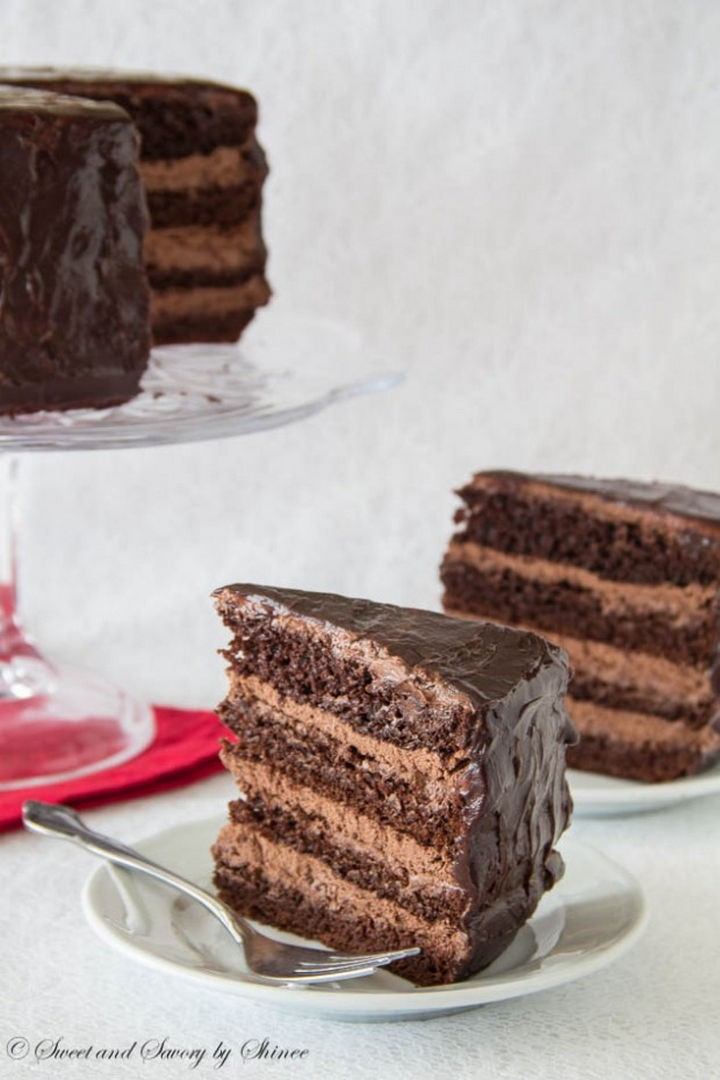 19 Chocolate Cake Recipes That Are Better Than Any Boyfriend - Supreme chocolate cake with chocolate mousse filling.