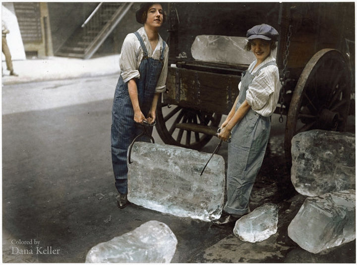 58 Colorized Photos from the Past - Young women delivering ice in 1918.