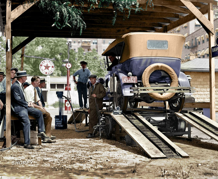 58 Colorized Photos from the Past - A Washington, D.C. gas station in 1924.