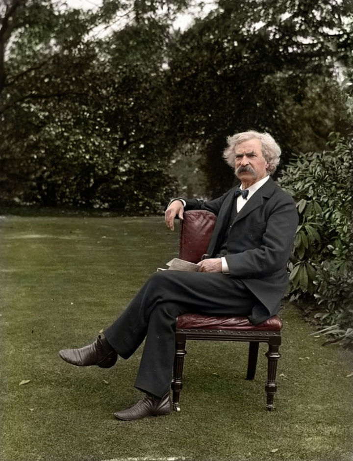 58 Colorized Photos from the Past - Mark Twain, 1900.