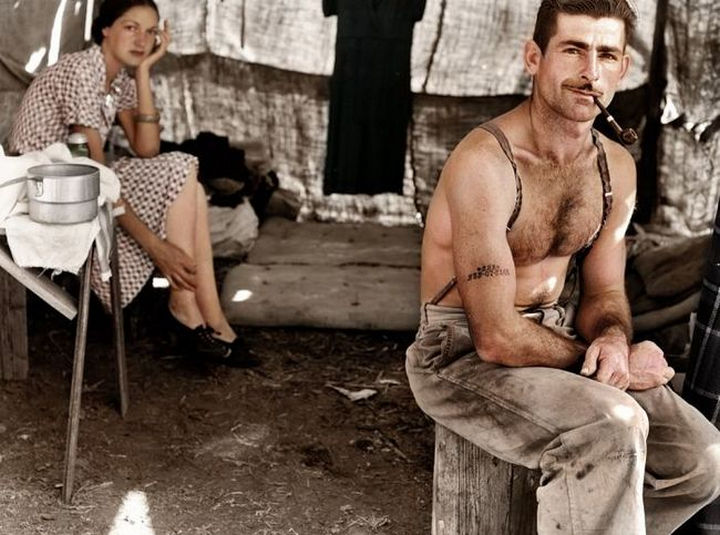 58 Colorized Photos from the Past - Unemployed lumber worker and his wife, 1939.