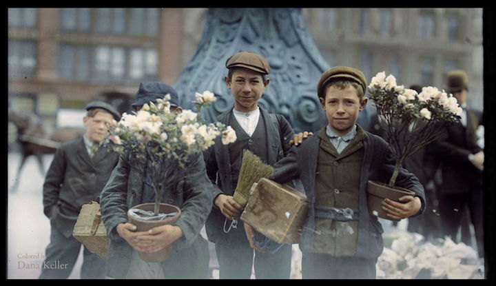 58 Colorized Photos from the Past - Boys buying flowers, 1908.