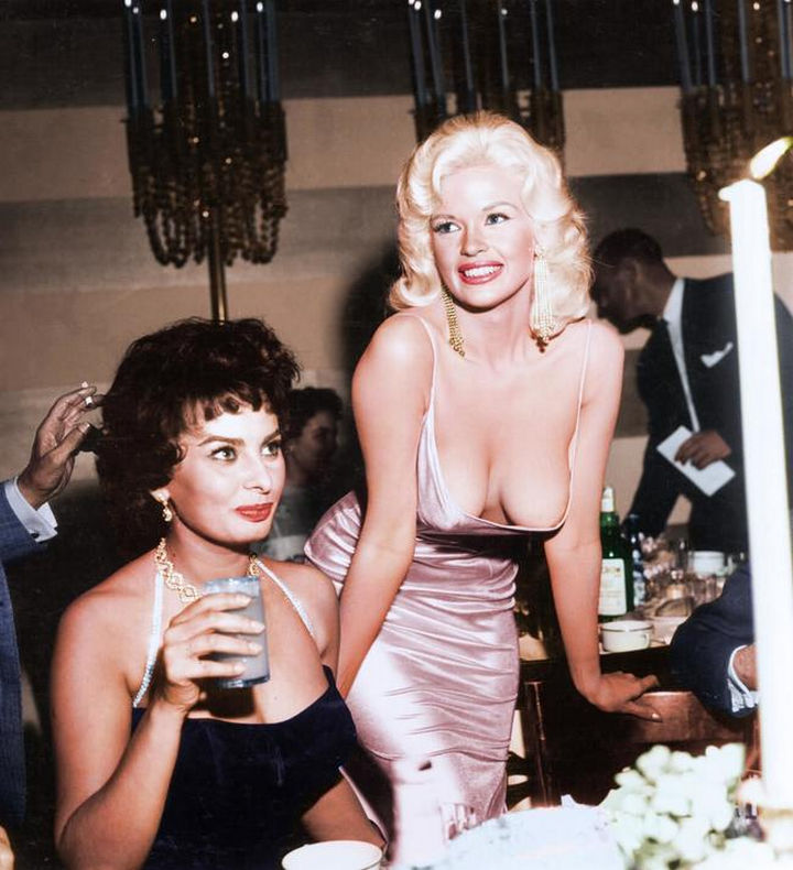 58 Colorized Photos from the Past - Sophia Loren and Jayne Mansfield.