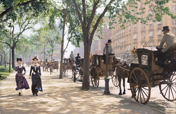 58 Colorized Photos from the Past - Cabs waiting in Madison Square Park, New York in 1900.