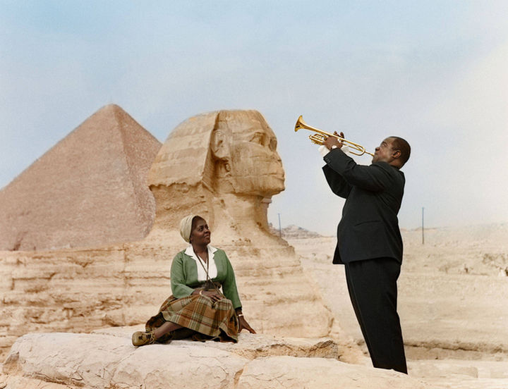 58 Colorized Photos from the Past - Louis Armstrong plays to his wife, Lucille, in Cairo, Egypt in 1961.