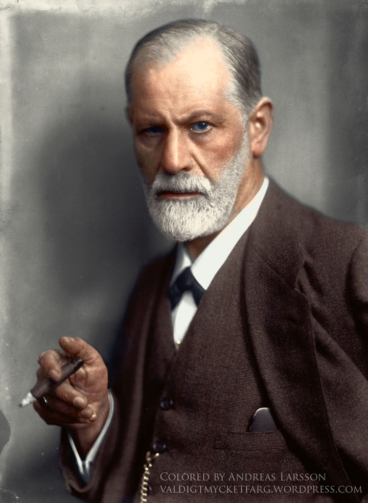 58 Colorized Photos from the Past - Sigmund Freud in 1921.