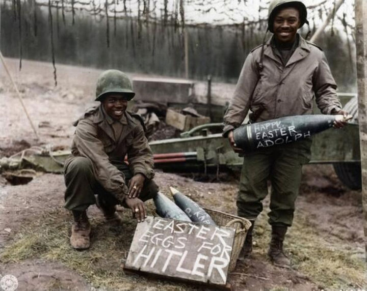 58 Colorized Photos from the Past - World War 2 soldiers on Easter.
