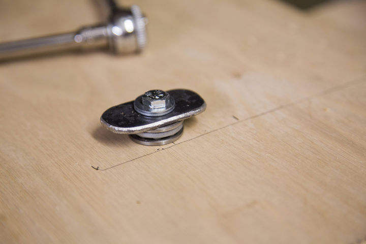 To secure the top sheet in place, a special 'lock' was built with washers.