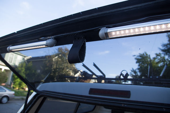 On the truck cab door, LED lights were installed along with a pull handle to make it easier to close the door from the inside.